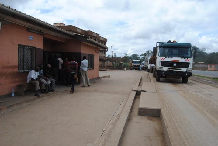 Axe routier Simbock-Mendong à Yaoundé : Le chantier de réfection et redimensionnement du bitume  en évolution